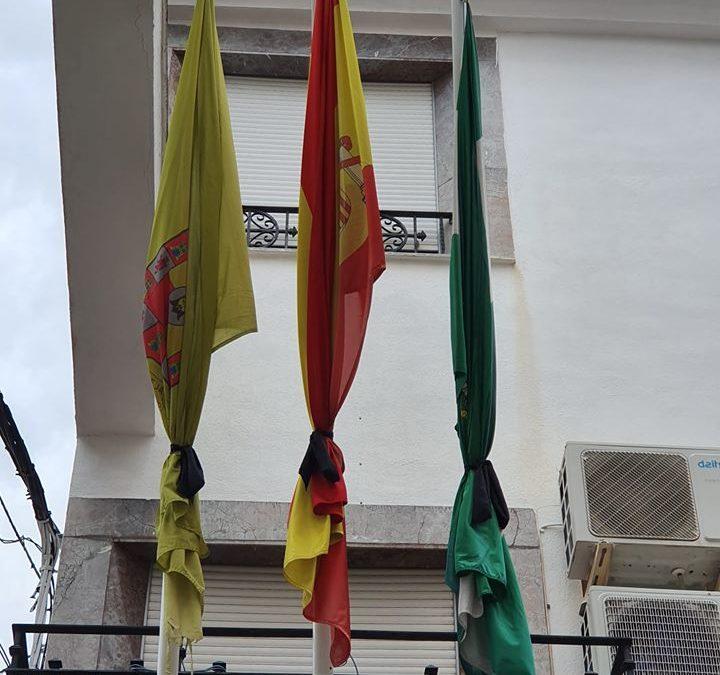 Luto en las banderas del Ayuntamiento