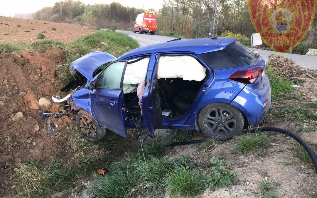 Heridos cinco jóvenes tras sufrir un accidente en la vía de servicio de la A-4 junto a San Julián
