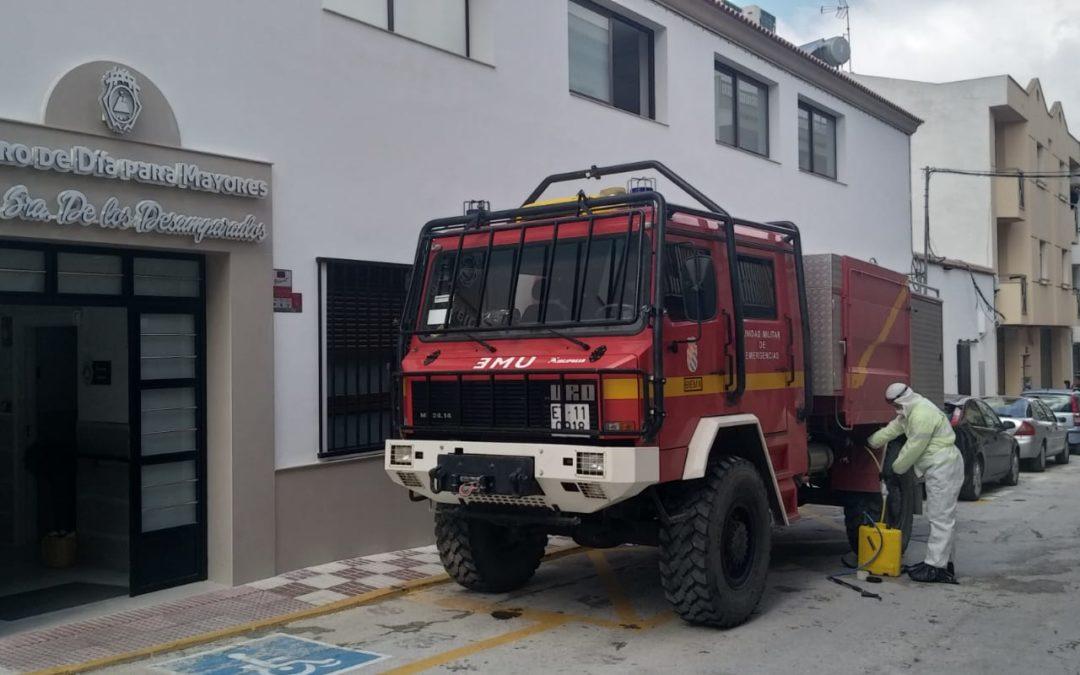 La UME realiza labores rutinarias de desinfección en la Residencia de Mayores de Torredonjimeno