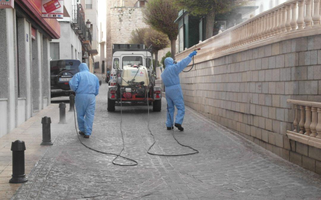 Trabajos de desinfección en espacios públicos para prevenir la propagación del coronavirus