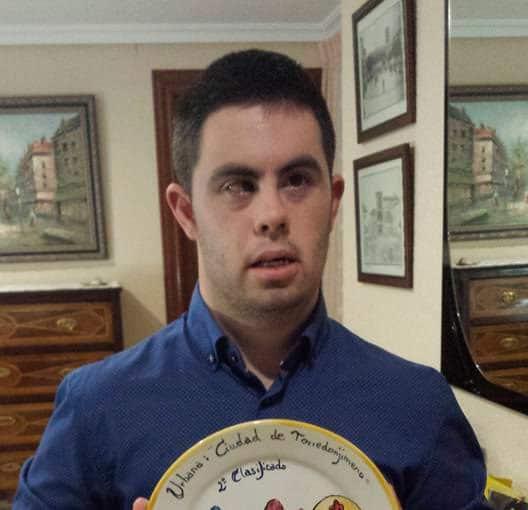 Javier Bueno dona su sueldo íntegro destinándolo a bonos sociales de comida