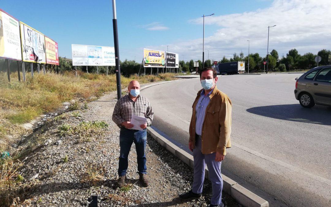 El Ayuntamiento llevará a cabo las obras del acerado en la rotonda de la Pajarita
