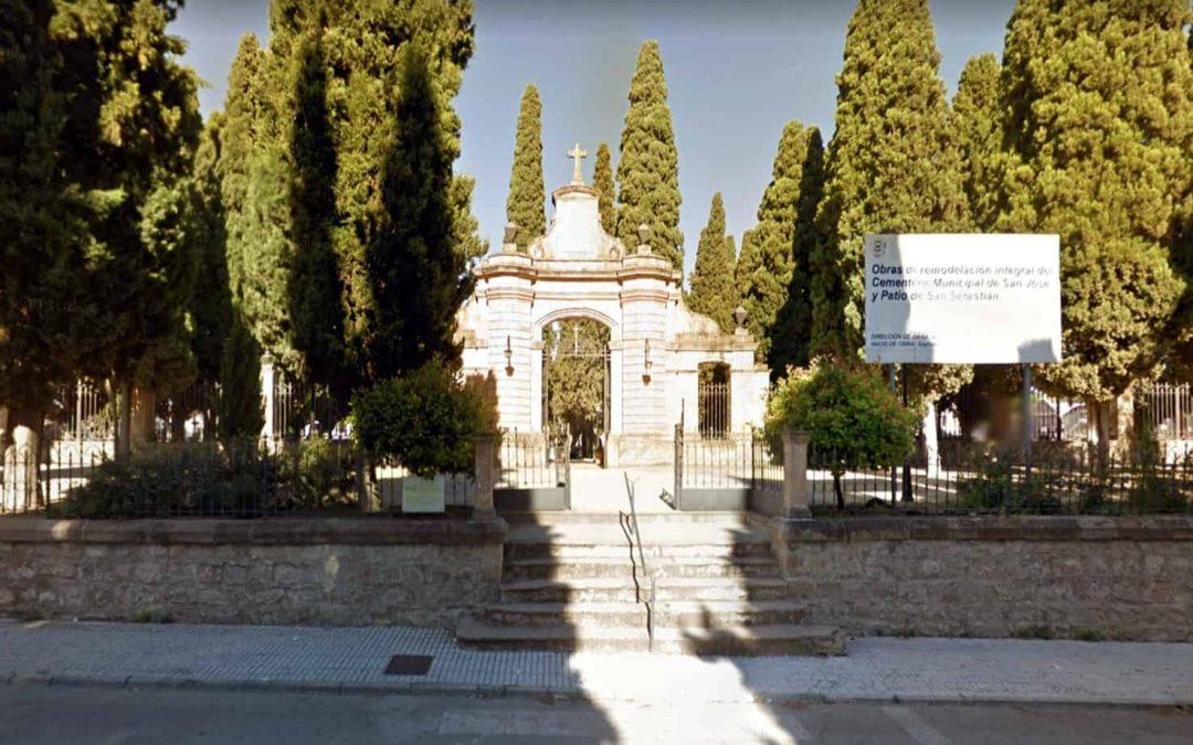 El Cementerio Parque de Linares reabre con aforo limitado