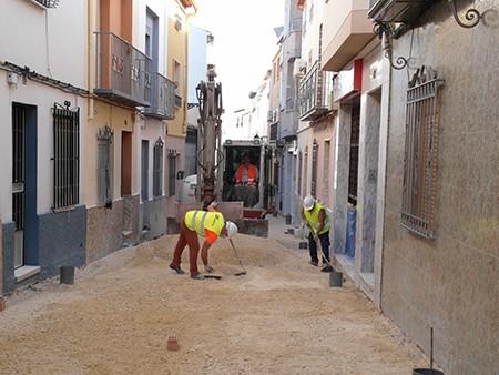 La calle Cañuelo retoma su reforma tras el parón por el coronavirus