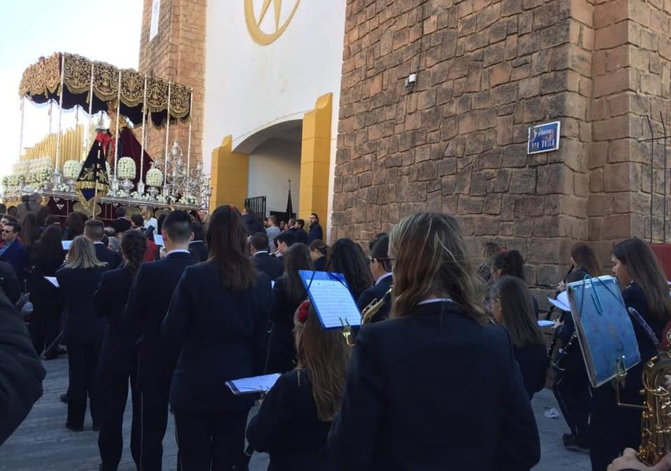 Bonito gesto del Prendimiento de Linares con la banda Pedro Morales de Lopera