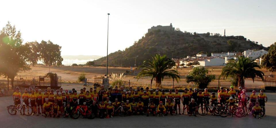 Los ciclistas del CC Tosiria donan 1.250 euros para bonos sociales de familias vulnerables en la localidad