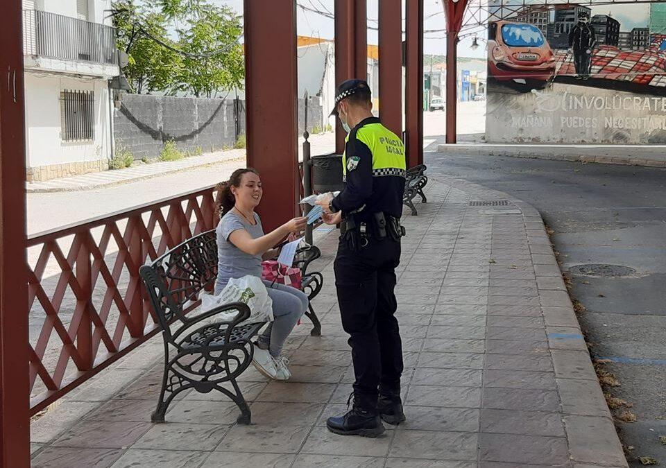 El Ayuntamiento de Torredonjimeno inicia el reparto masivo de mascarillas por domicilios este lunes