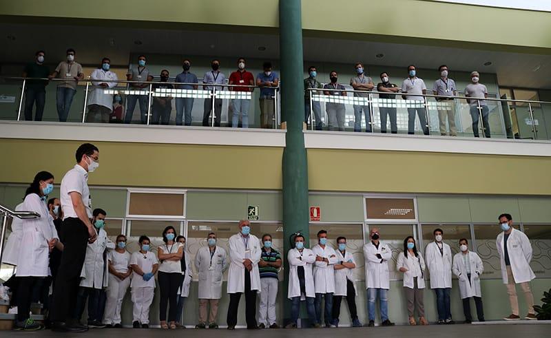 Minuto de silencio en la sede de Andaltec en homenaje a Francisco Buenaño, recientemente fallecido