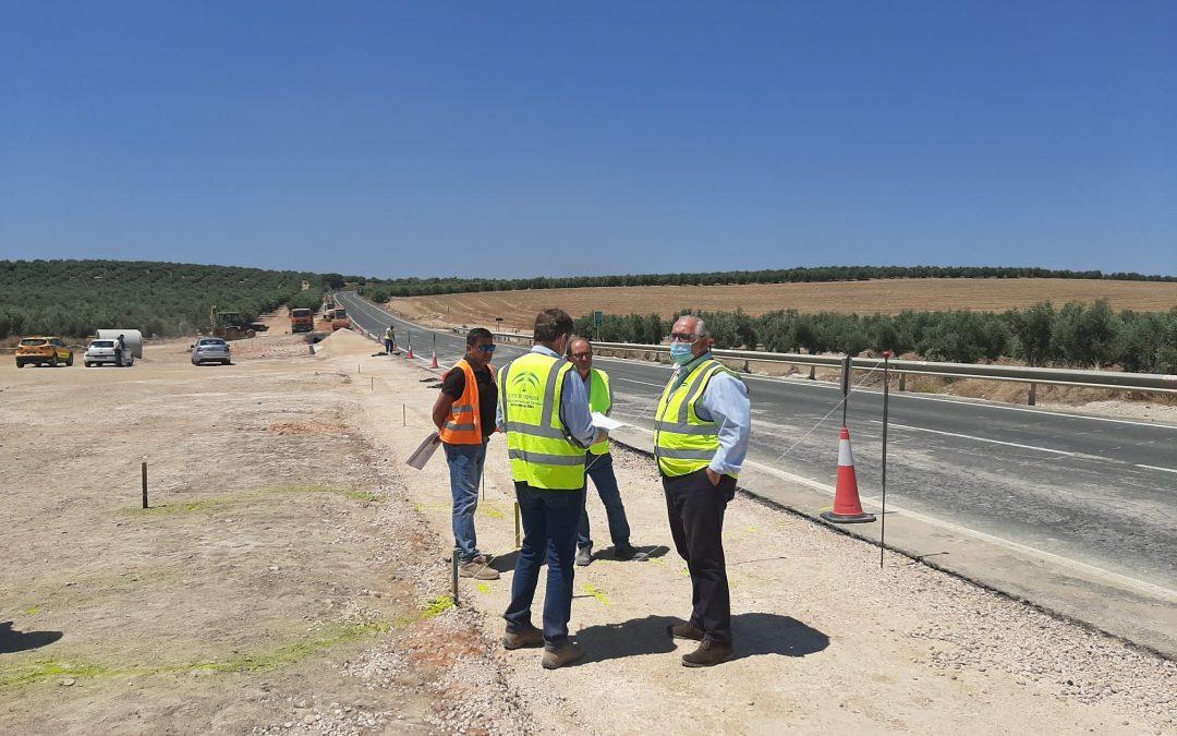 Fomento mejora los sistemas de drenaje afectados por la DANA en la A-302 en Linares