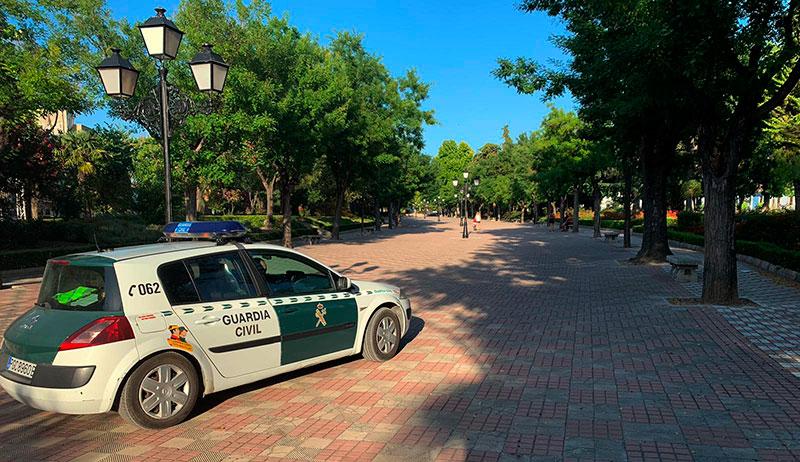 Intensifican la vigilancia en el parque municipal para controlar las reuniones y grupos