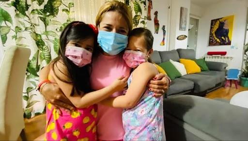 La ciclista olímpica Evelyn García consigue volver a Linares, donde reside con su familia, tras el confinamiento en Colombia