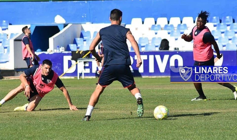 Un positivo en la plantilla del Linares no hace peligrar el partido contra el Sevilla