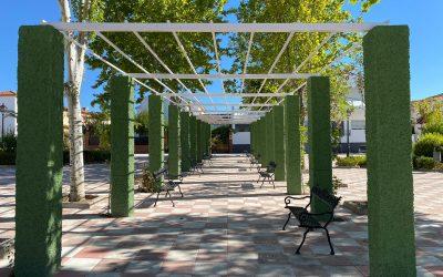 El Ayuntamiento acomete la reforma y limpieza de la Plaza de la Campiña