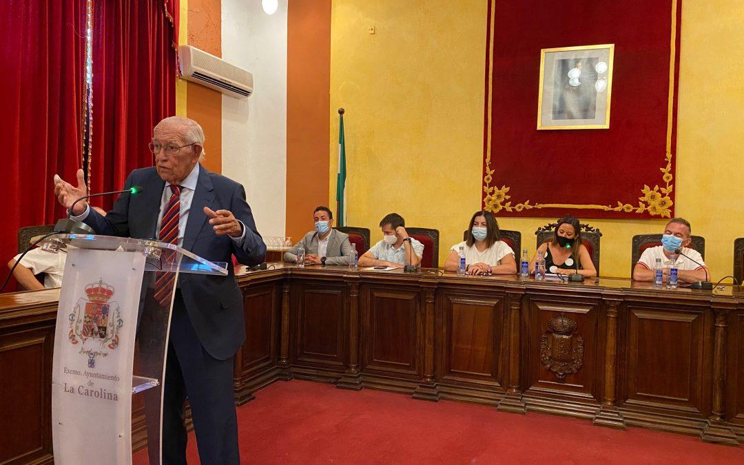 El pleno reconoce la labor de José Luis García Lomas