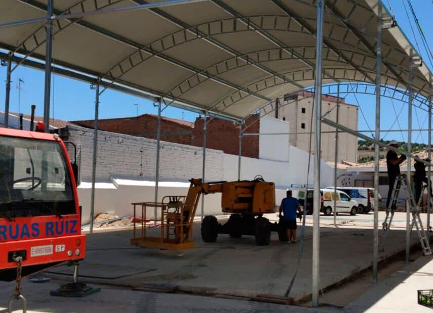 El Ayuntamiento de Villanueva instala una cubierta al patio del colegio Santa Potenciana