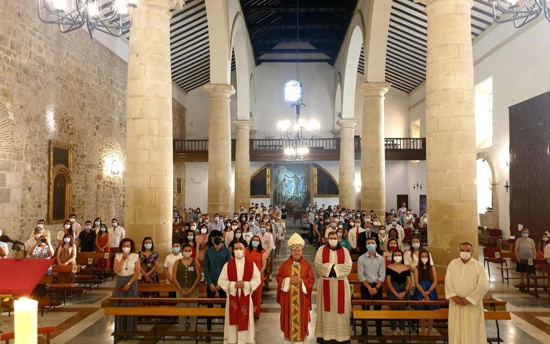El obispo impartió la Confirmación a 33 jóvenes marteños