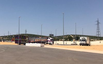 La implantación de las atracciones de los feriantes en Torredelcampo durante el verano da un paso más