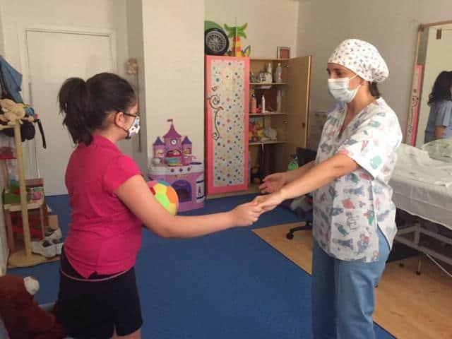El Hospital de San Agustín atiende a 35 niños al día en rehabilitación infantil