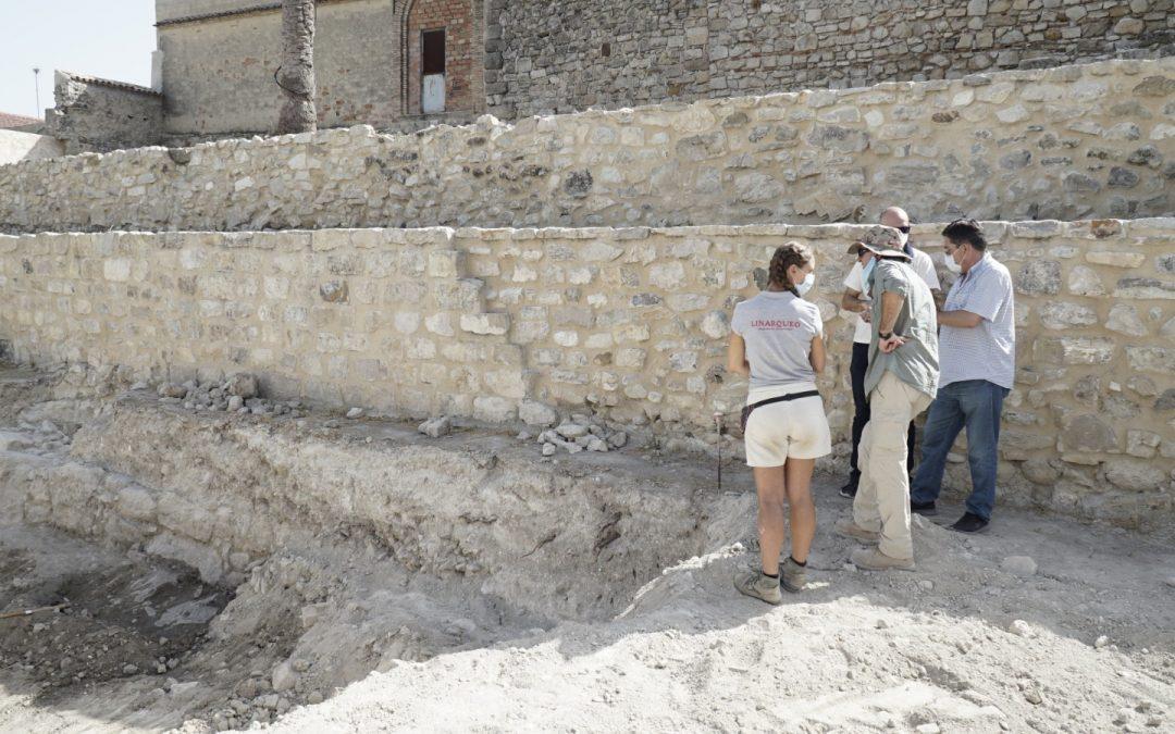 """La arquéologa que trabaja en el castillo: """"hay posibilidades de que aparezca una torre defensiva similar a la que fue hallada hace 20 años"""""""