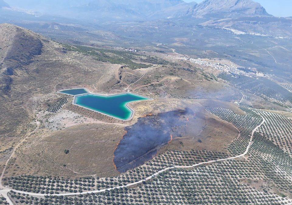 El INFOCA declara un incendio en Bedmar en el que participan tres helicópteros
