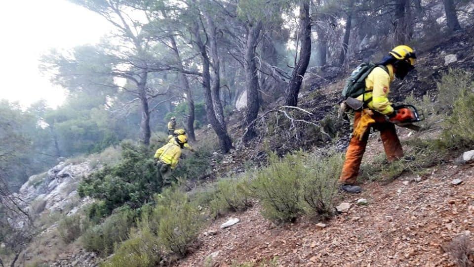 El incendio en el Parque Natural de Cazorla sigue activo, aunque controlado, con 14 bomberos forestales actuando