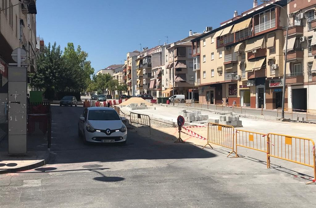 Adelante Torredelcampo denuncia en una nota de prensa su disconformidad por la retirada de árboles de la calle San Bartolomé, donde se está construyendo la rotonda.