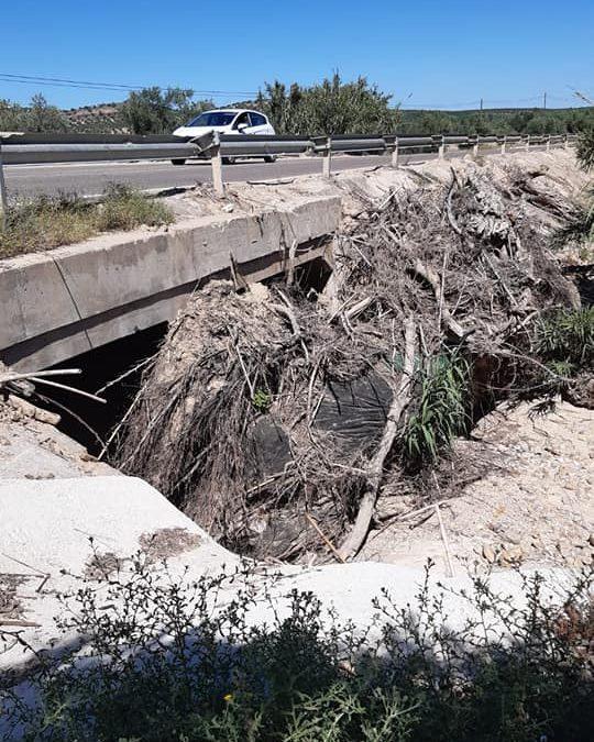 Obras de limpieza en el  paso del arroyo de las Casillas