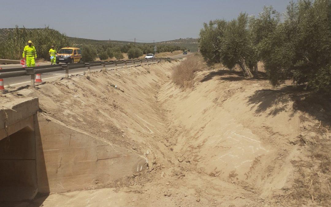 Fomento acondiciona los sistemas de drenaje afectados por lluvias de la A-6175 en Lopera