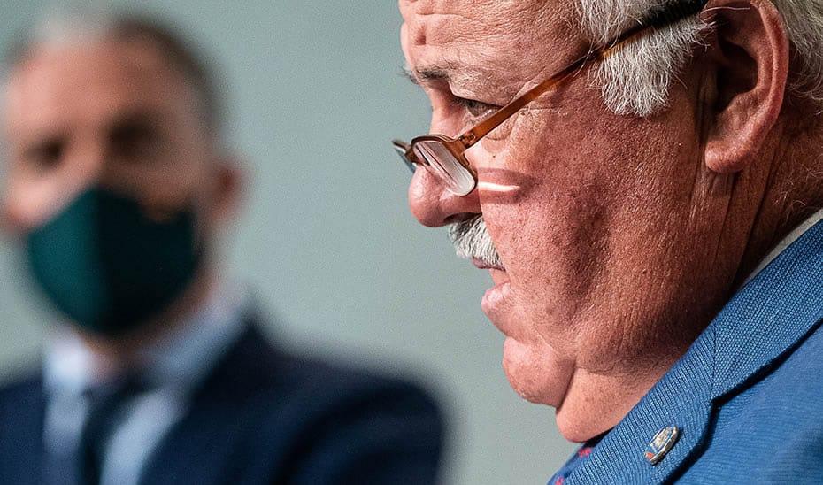 La Junta aconseja en las reuniones familiares: nada de besos ni de platos compartidos