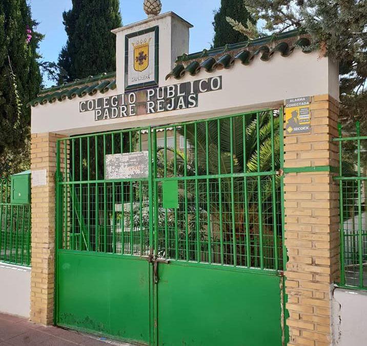 """El Ayuntamiento denuncia el mal estado en que se encuentra la entrada del CEIP """"Padre Rejas"""""""