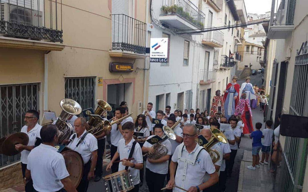 Pasacalles y concierto en Castillo de Locubín