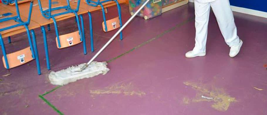 Formación especial contra el COVID para las limpiadoras de colegios en Andújar