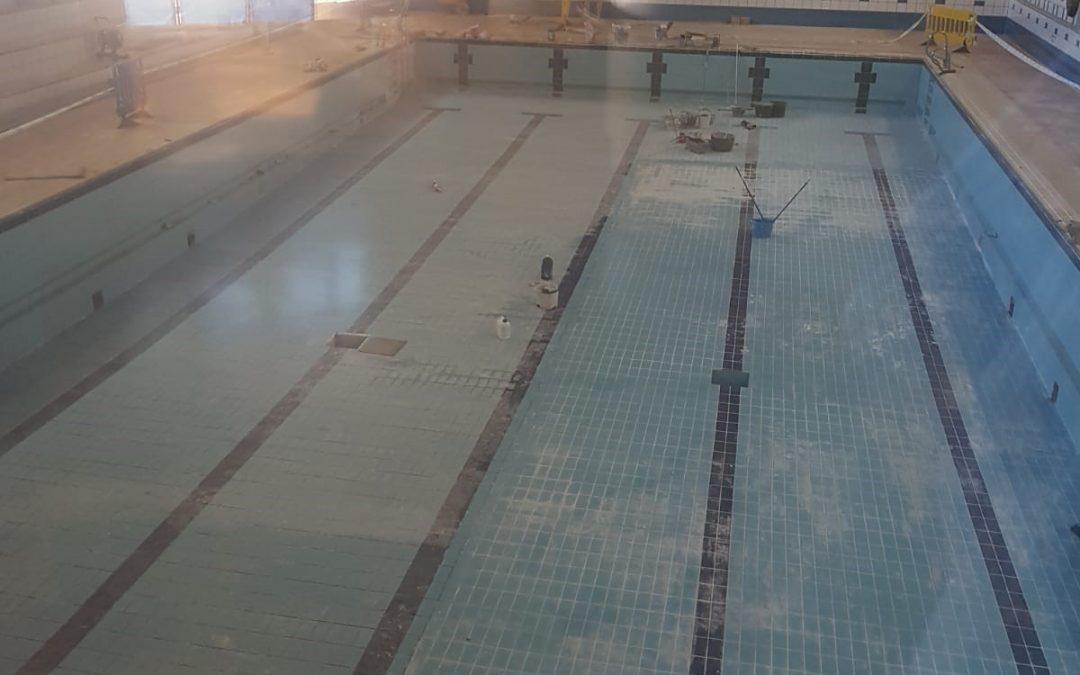 Finalizan las obras de mejora de la piscina municipal de Linares
