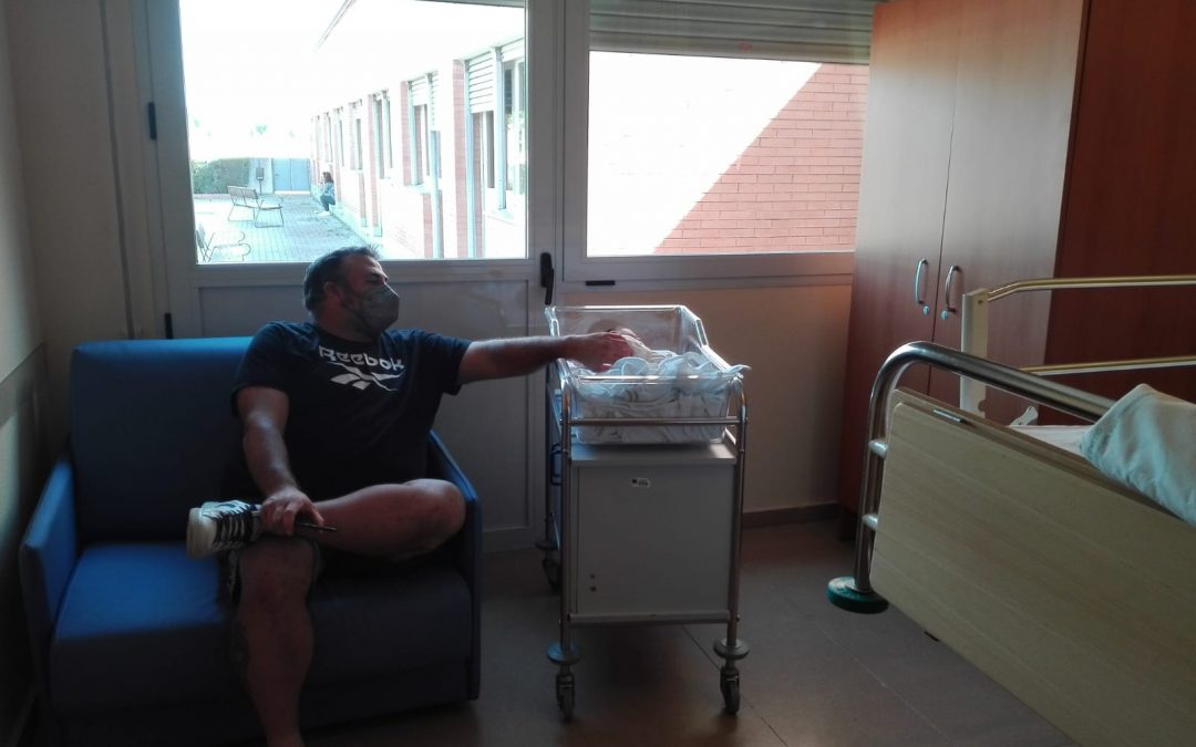 Sillones solidarios: la Fundación El Gancho Infantil dona 10 asientos al área de Pediatría del Hospital de Andújar