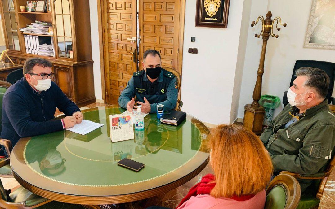 Visita a Castillo del Locubín del comandante de la VI Compañía de la Guardia Civil