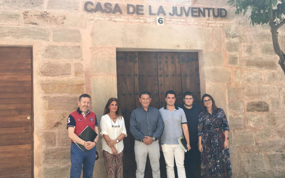 Ayuda del IAJ para los ordenadores de la Casa de la Juventud de Linares