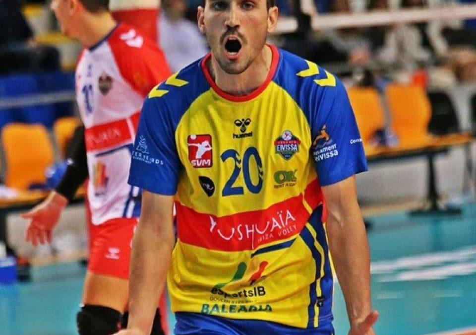 """Raúl Muñoz, el iliturgitano """"voleiball player"""" que tira del carro en su equipo ibicenco que milita en la Superliga"""