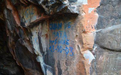 La Junta autoriza los trabajos para eliminar los grafitis junto a las pinturas rupestres de Despeñaperros