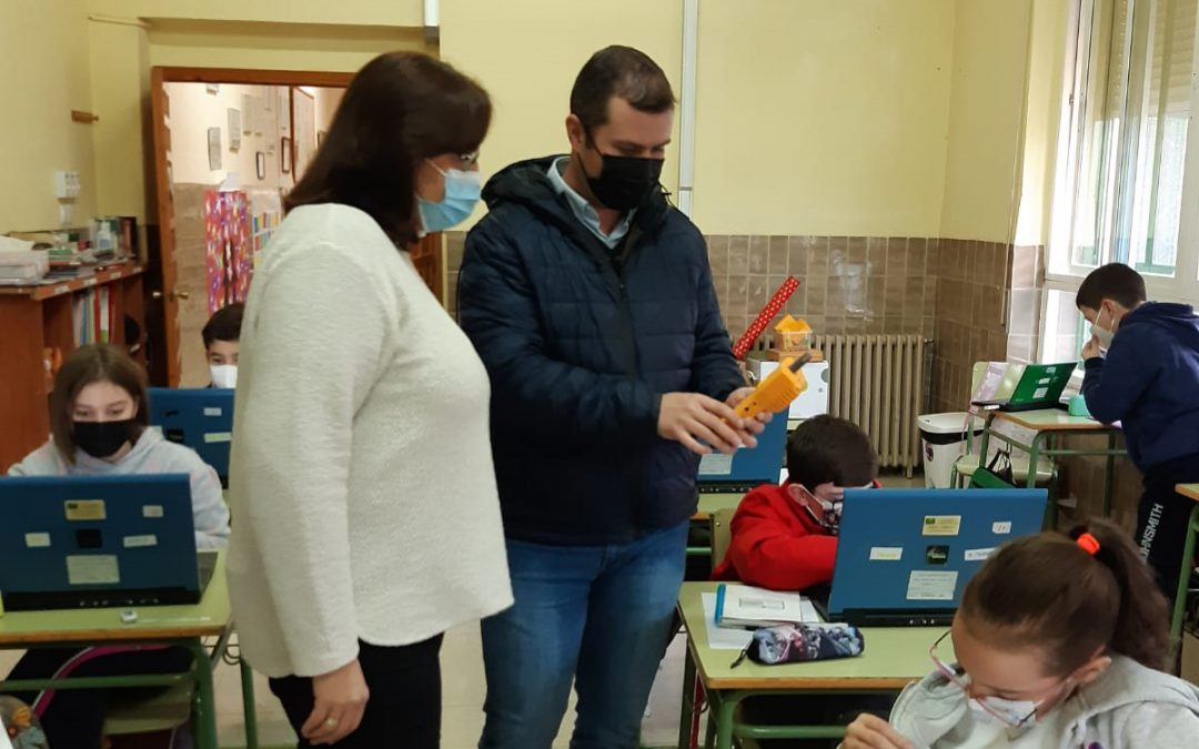 Ayuntamiento y colegios de Torredonjimeno miden el CO2 de todas las aulas