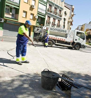 Limpieza extraordinaria de imbornales en Andújar