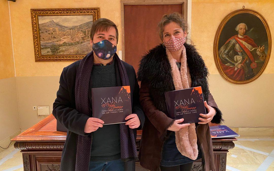 """Xana presenta en su pueblo natal el catálogo de """"El fulgor femenino"""", que se inauguró en abril de 2019"""