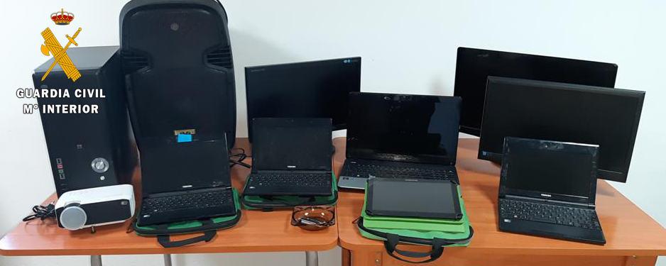 La Guardia Civil investiga a 5 personas, como presuntas autoras de un robo en el colegio de Ventas del Carrizal
