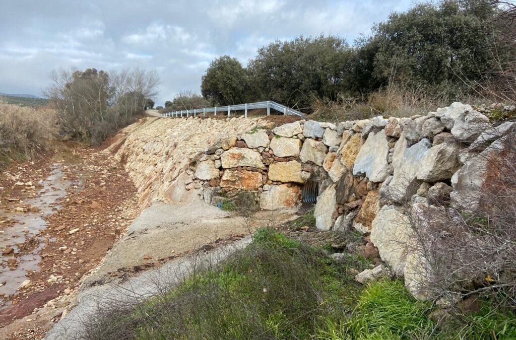 Reposición del muro dañado por el Arroyo Escobar en la carretera JV-5015