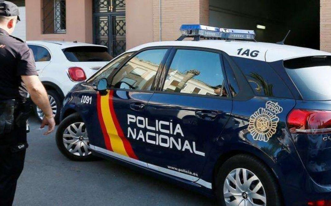La Policía Nacional detiene a dos personas que residían en Torredonjimeno por robar a un hombre al que cuidaban