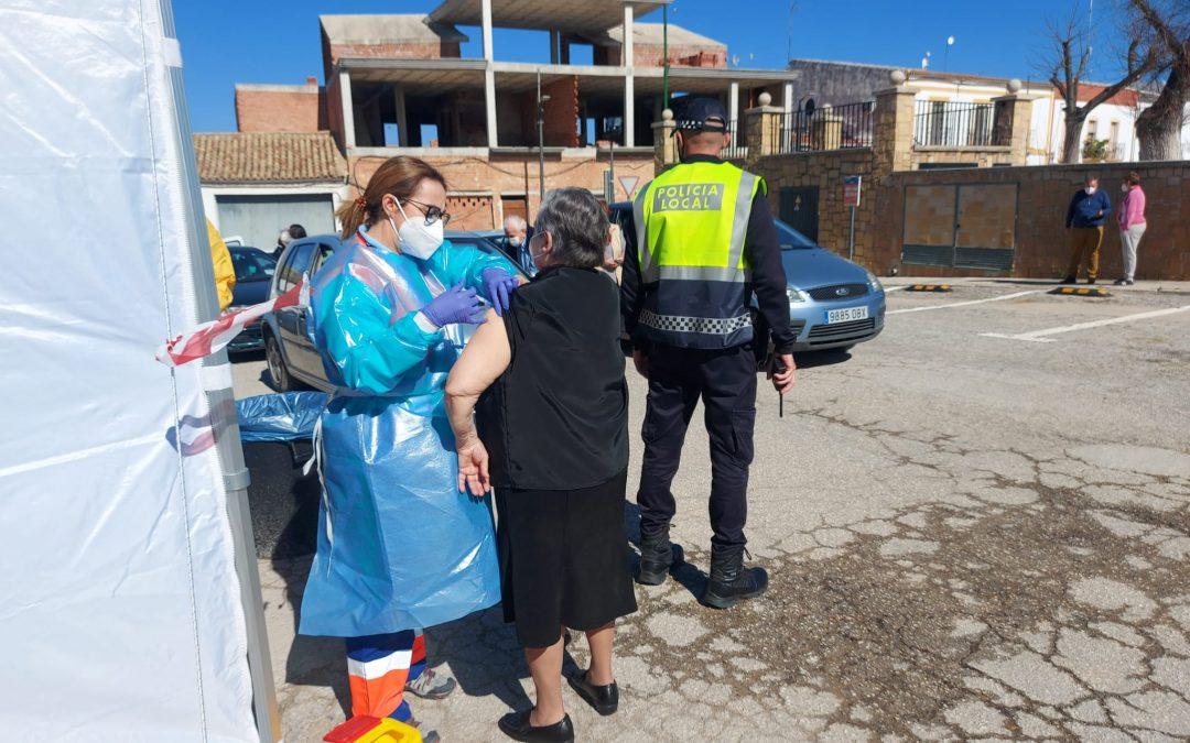 El Ayuntamiento lamenta que no se permita vacunar en Lopera a los mayores de 80 años