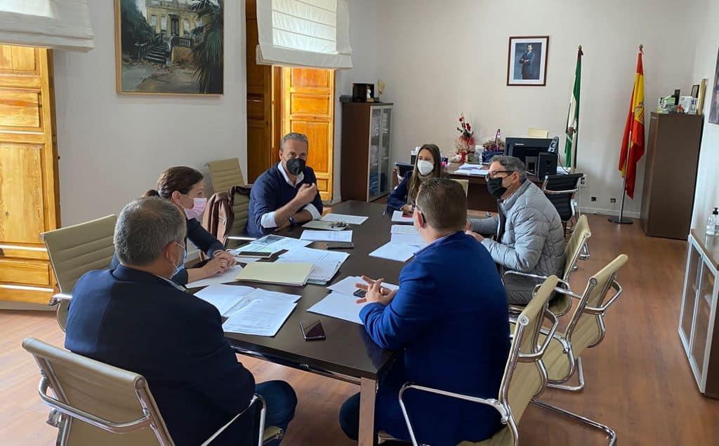 Los alcaldes reciben el manifiesto de las comarcas afectadas por el desmantelamiento de la Agencia Sanitaria Alto Guadalquivir