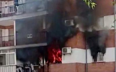 Un piso calcinado tras registrarse un incendio que no ha causado heridos