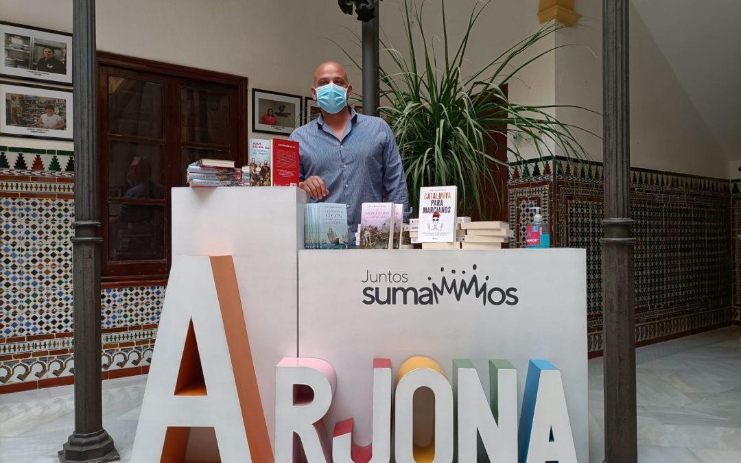 El Ayuntamiento dona una colección de libros a Prodecan
