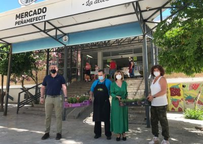 Entrega de plantas a los vecinos de Jaén