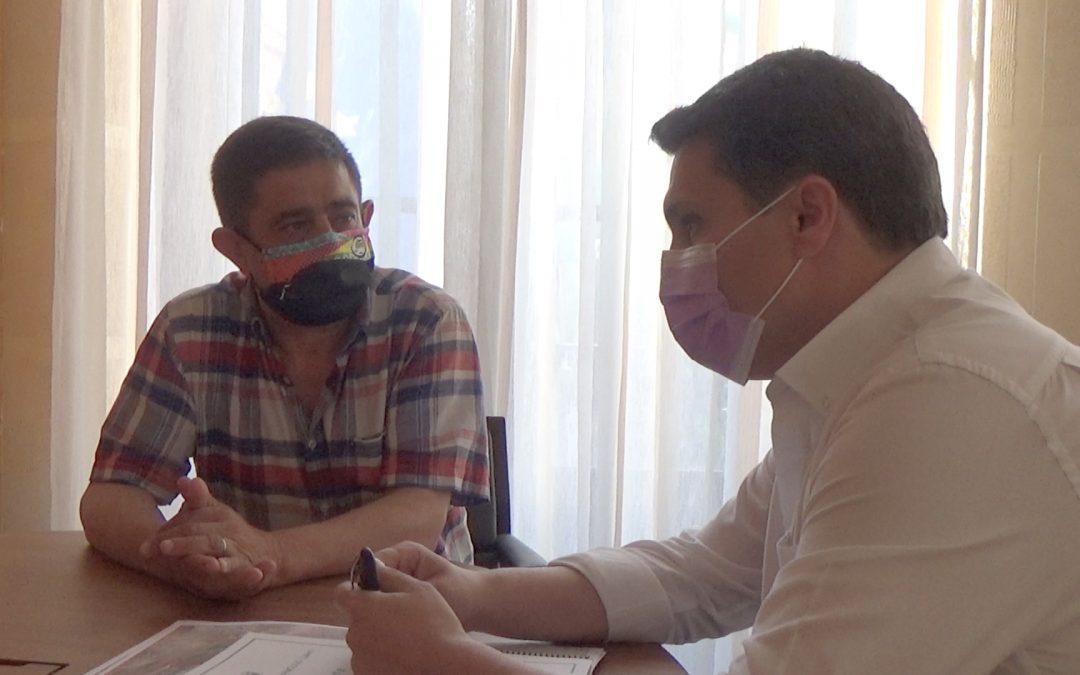 Francisco Reyes visita Marmolejo para tratar la mejora de los polígonos industriales